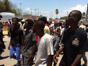 Haiti: Des jeunes manifestent dans les rues de Pétion-Ville et de Delmas contre le chômage