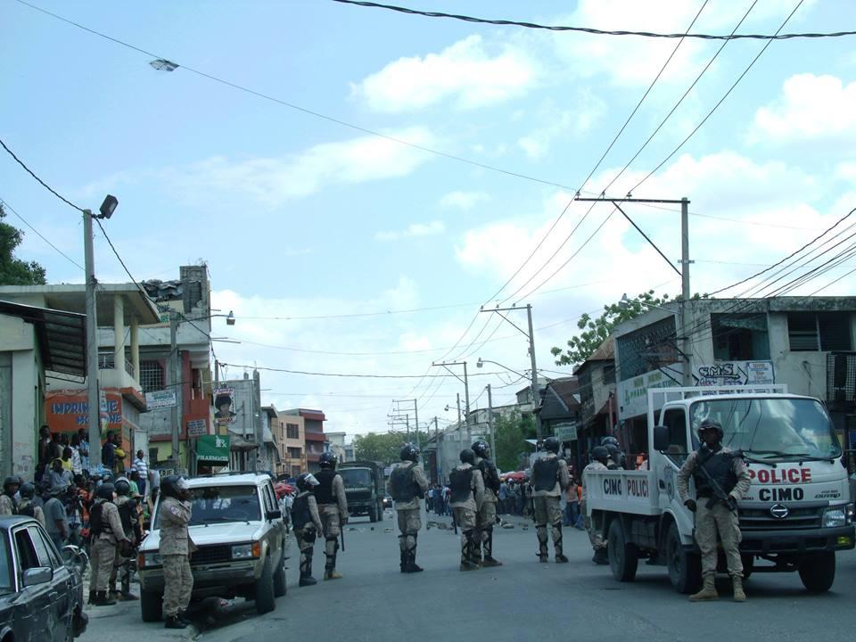 Haiti: Des militants de Fanmi Lavalas attaquent un groupe accusé d'être proche du président Jovenel Moïse