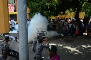 Monde: Violent affrontement entre Haïtiens et la police dominicaine (video)