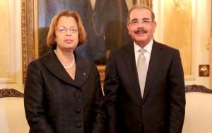 Monde: Sandra Honoré de la MINUSTAH rencontre le président dominicain Danilo Medina