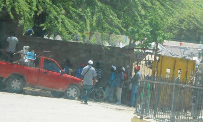 4 militaires dominicains ont traversé la frontière pour s'emparer d'un chauffeur de taxi moto haitien