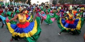 Monde: Défilé Rara dans les rues de Montréal au festival Haïti en folie