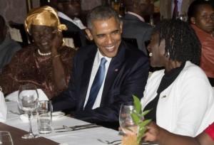 Monde: Le Président Barack Obama dine avec sa demie soeur  Auma Obama au Kenya