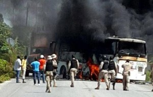 haiti-burning-bus-arcahaie