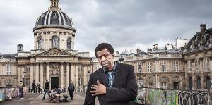 Monde: L'immortel Dany Laferrière, en un poème, rend hommages à la Ville Lumière