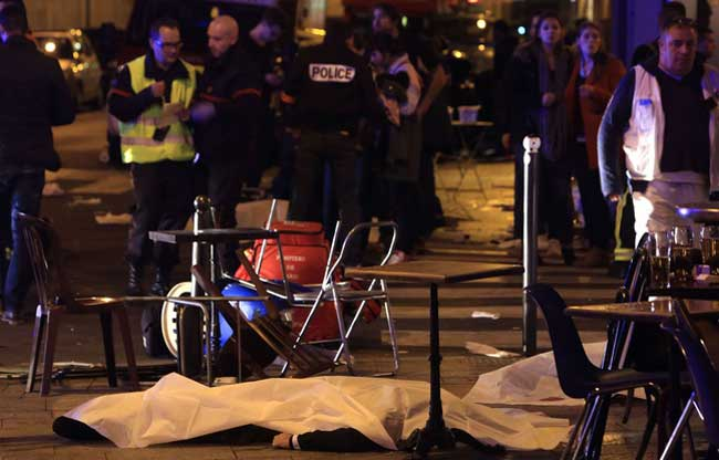 Attaques terroristes à Paris: Au moins 43 morts