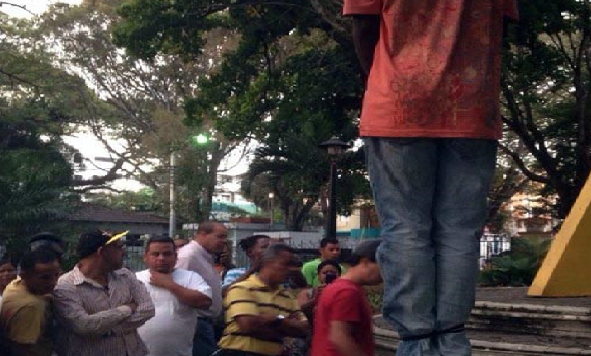 Monde:  Un jeune compatriote retrouvé les mains liées et pendu à un arbre