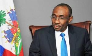 Haiti: L'ex Premier Ministre Evans Paul contre l'irrespect envers les symboles de la nation