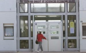Monde: Une étudiante haïtienne en situation irrégulière et menacée d'expulsion en France