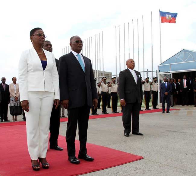 HAITI: Le Président de la République ( Jocelerme Privert ) a laissé le pays