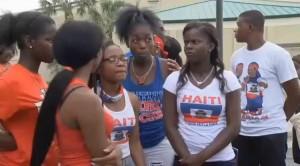 Monde: Des étudiants haitiens en Floride renvoyés à cause de leur T-shirt bleu et rouge