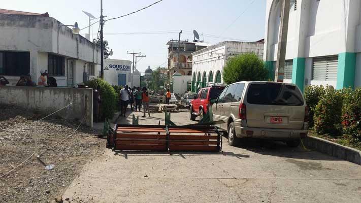 HAITI: Des lits d'hôpitaux comme barricades ( VIDEO )