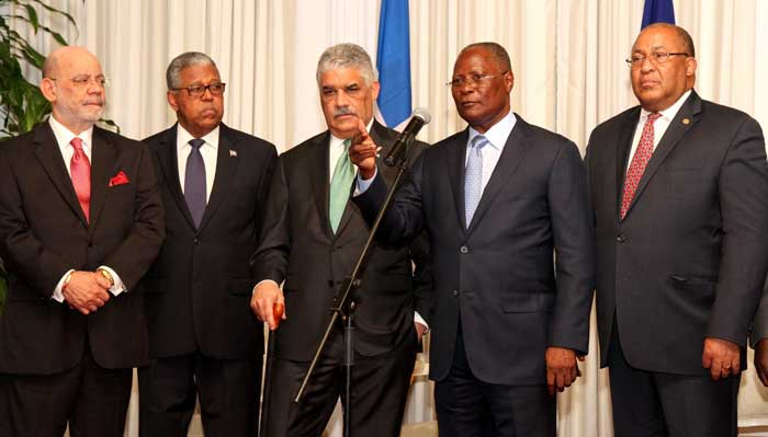 Jocelerme privert ministre des affaires étrangères de la République Dominicaine, Miguel Vargas.