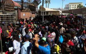 Monde: 400 migrants haitiens et africains bloqués à la frontière américano mexicaine
