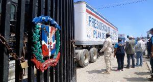 Monde: Le Président dominicain Danilo Médina envoie un convoi de 500 véhicules d'aide humanitaire en Haiti