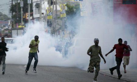 manifestants-disperses-gaz