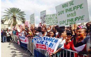 Monde: Des haitiens devant le Federal State Building pour la libération de Guy Philippe