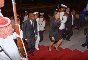 Monde: Tapis rouge pour Jovenel Moise en République Dominicaine