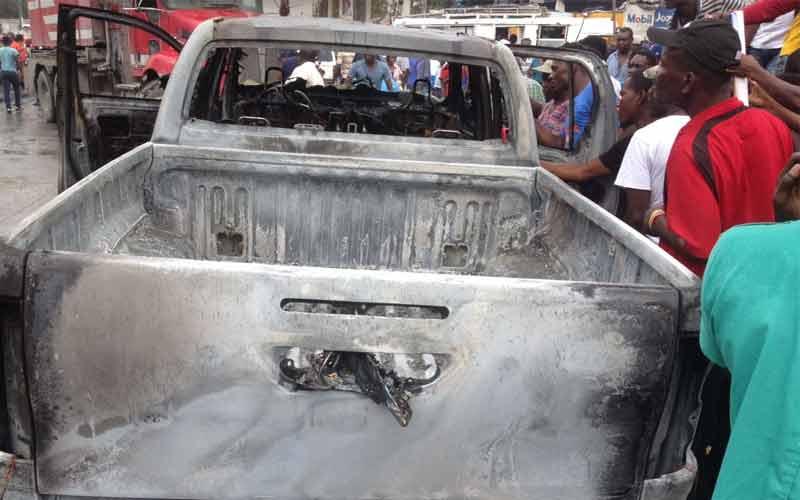 HAITI: Un homme meurt brûlé vif dans un Pick-Up ce lundi à Port-au-Prince