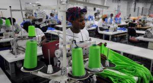 Haiti: Jovenel Moïse fixe le salaire minimum dans la sous-traitance à 350 gourdes
