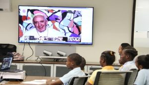 Pape-Francois-élèves-Haiti
