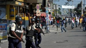 Haiti: 15 policiers et 2 arpenteurs évacués en catastrophe après une opération ratée