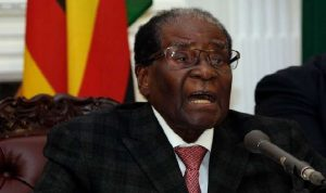 Monde: Robert Mugabe surprend ses opposants et n'annonce pas sa démission