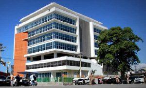 Haiti: le Ministre de l'Intérieur reçoit les clés du nouveau bâtiment de son Ministère