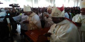Haiti: Les Evêques condamnent la protestation orchestrée lors des funérailles du rev. père Joseph Simoly