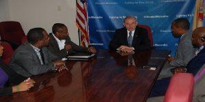 Monde: Le sénateur démocrate Bob Menendez préoccupé par la fin du TPS