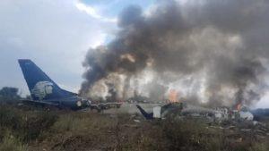 Monde: Un avion de la compagnie Aeromexico s'écrase au décollage mais aucun décès