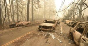 Monde: Deuil en Californie après un bilan de 77 morts et plus de 1000 disparus