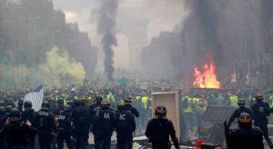 Monde: 130 personnes en garde à vue et 69 interpellations lors des heurts violents par les Gilets jaunes en France