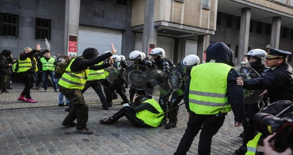 Monde: Plus de 1000 arrestations de « Gilets jaunes » en France dans un climat tendu