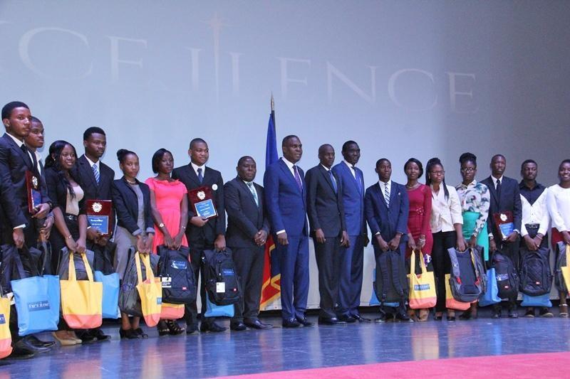 Haiti: Le gouvernement salue l'excellence académique des lauréats nationaux aux examens officiels