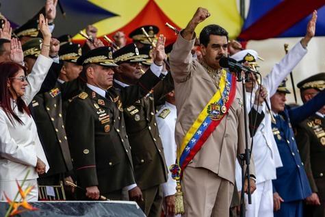 Monde: Maduro, soutenu par l'armée, défie les États-Unis