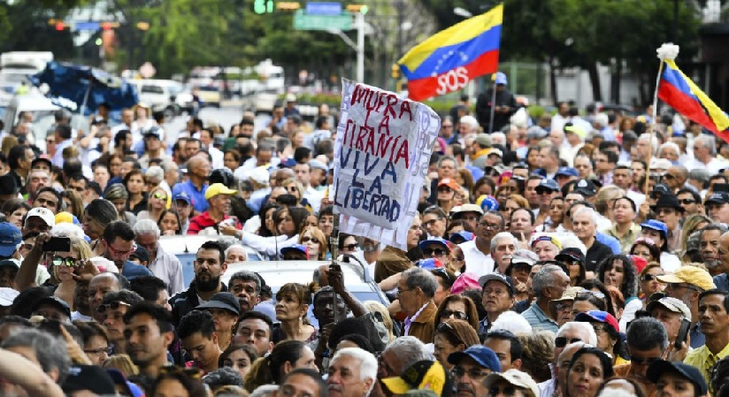 """Monde: Le parlement vénézuélien appelle à une mobilisation pour un """"gouvernement de transition"""""""