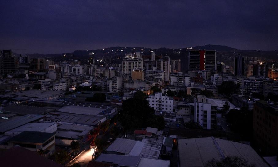 Monde: Une panne géante de courant paralyse le Venezuela depuis plus de 24 heures