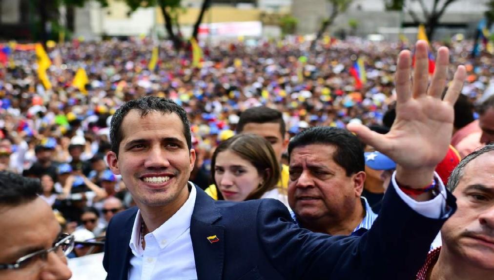 Monde: Juan Guaido, accueilli en rockstar à son retour au Venezuela