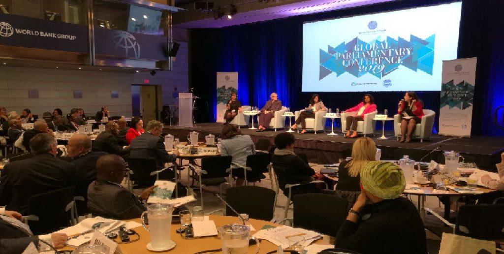 Monde: Le président de la Chambre basse, Gary Bodeau, à la Conférence globale des parlementaires à Washington
