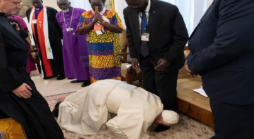Monde: Le pape François embrasse les pieds des leaders soudanais pour la paix au Soudan du Sud