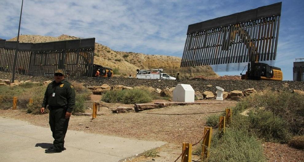 Monde: Des partisans de Donald Trump construisent un mur privé à la frontière mexicaine