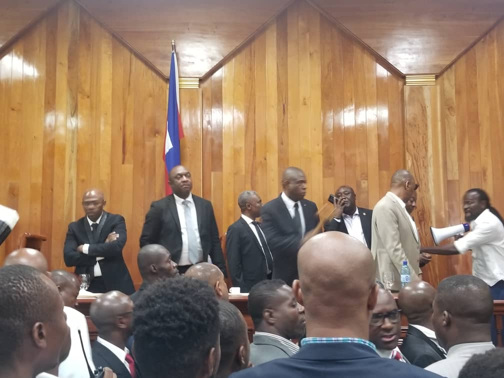 Haiti: Scène de bagarre générale au Parlement, mais que veut l'opposition ?