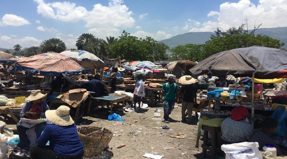 Haïti: Le marché de La Saline prend forme devant le parlement