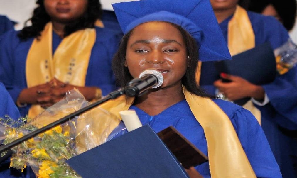 Haiti: Aveugle dès son jeune âge, Nathalie Sauveur, décroche son diplôme universitaire