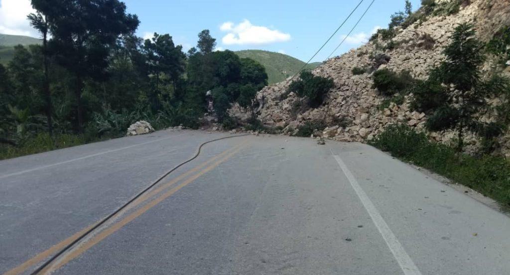 Haiti: La Route Nationale # 1 bloquée par un éboulement de terrain enregistré à Passe reine