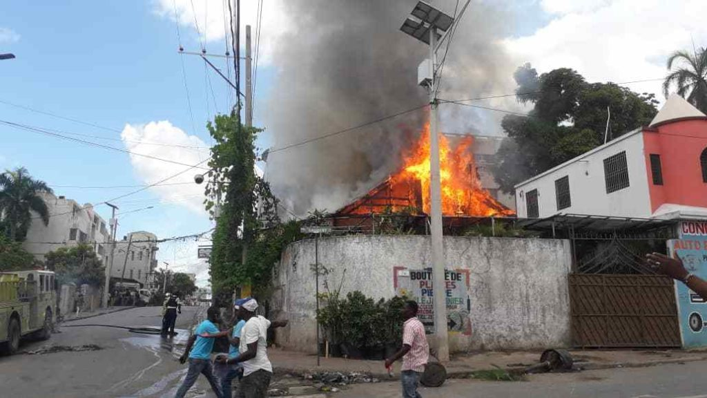 Haiti: La Renconte Bar Resto Club totalement incendiée