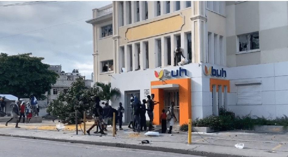 Haiti: Suite à une journée de tension à Pétion-Ville, des magasins ont été pillés