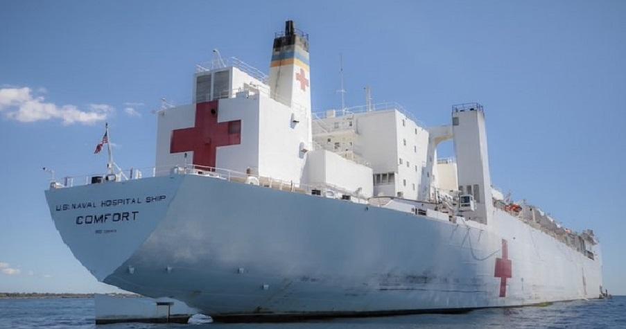Monde: Le navire-hôpital de la Marine des États-Unis USNS COMFORT en mission médicale en Haïti