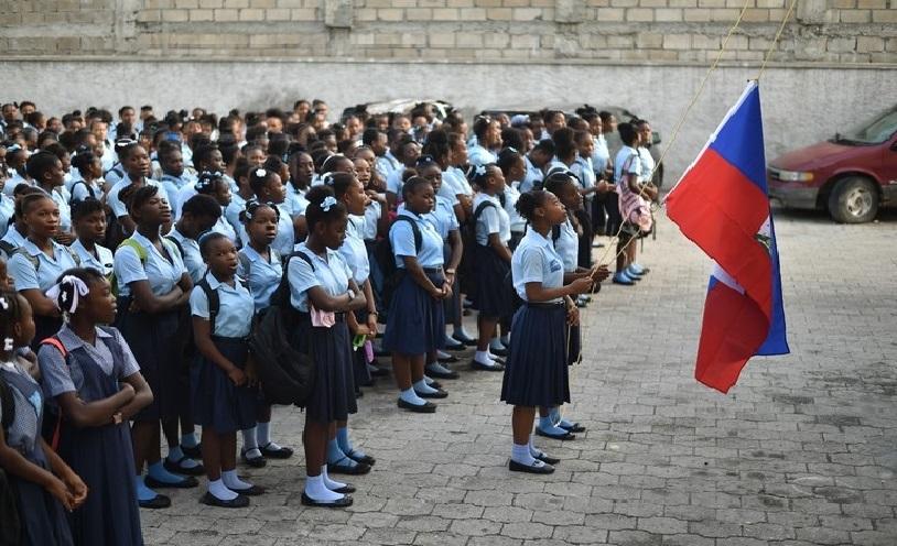 Haiti: Jovenel Moïse construira 10 lycées avec le salaire des parlementaires
